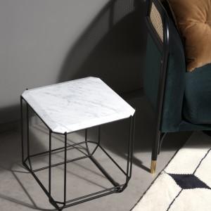 Vilnonis kilimas ir kavos staliukas Jewel