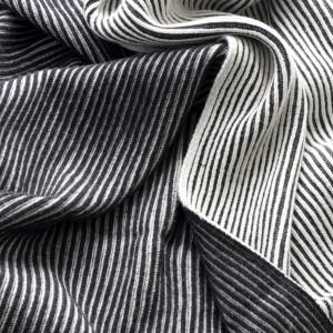 Vilnonis pledas Sunday Throw Stripes iš Louise Roe Copenhagen